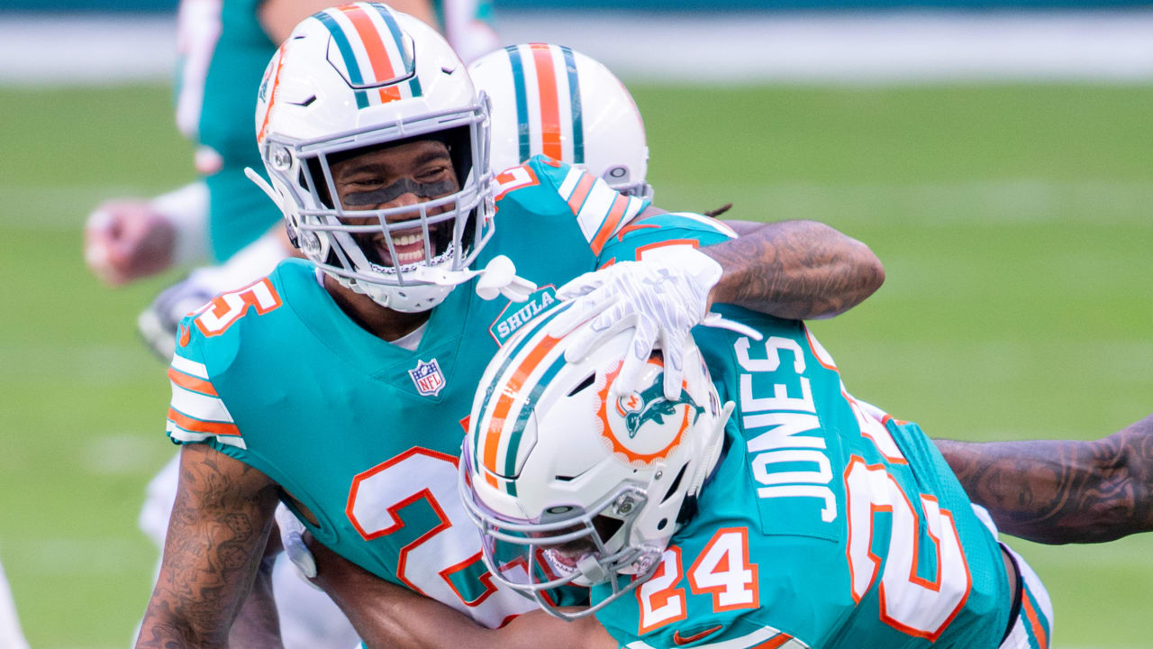 Dolphins CB Byron Jones on Xavien Howard holdout: 'It's none of my business'