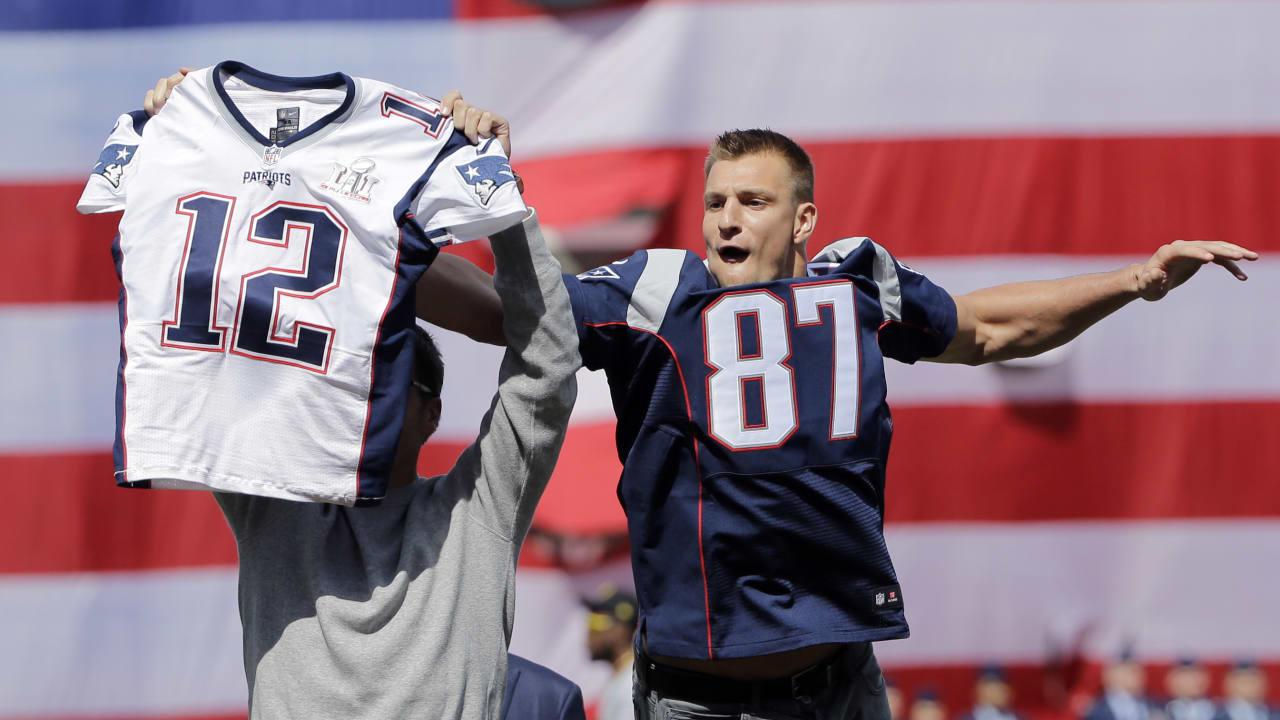 Rob Gronkowski steals Tom Brady's jersey at Fenway