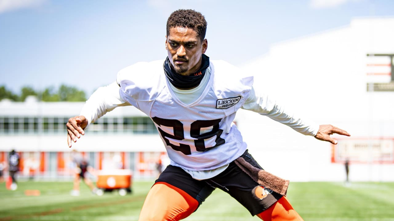 Browns corner Kevin Johnson hospitalized with lacerated liver