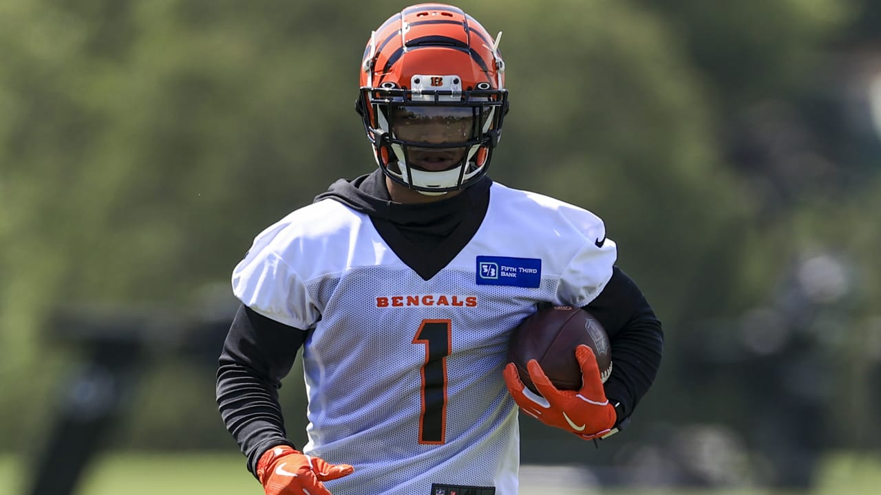 Bengals sign first-round WR Ja'Marr Chase to rookie deal
