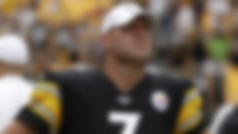 El quarterback Ben Roethlisberger, de los Steelers de Pittsburgh, observa el marcador cerca del final en la derrota ante los Seahawks de Seattle, el domingo 15 de septiembre de 2019, en Pittsburgh. (AP Foto/Gene J. Puskar)