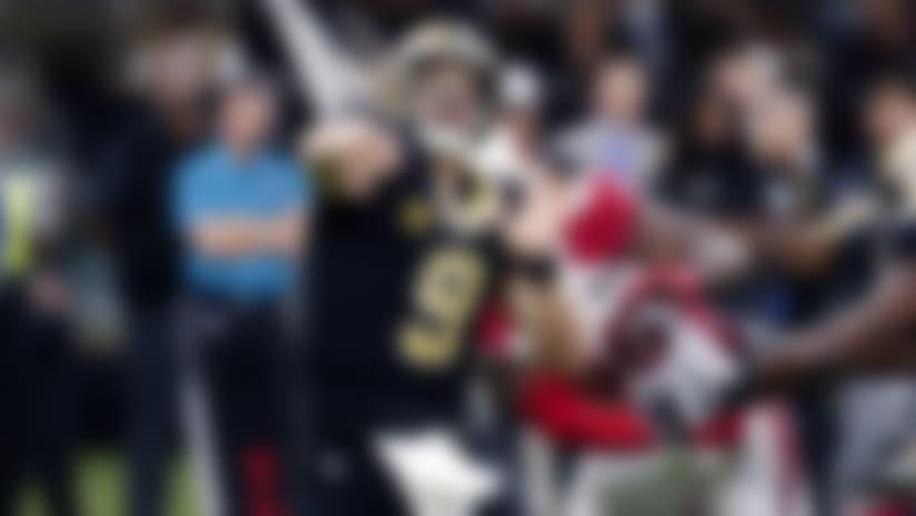 Drew Brees, quarterback de los Saints de Nueva Orleáns, envía un pase ante los Cardinals de Arizona, el domingo 27 de octubre de 2019 (AP Foto/Gerald Herbert)