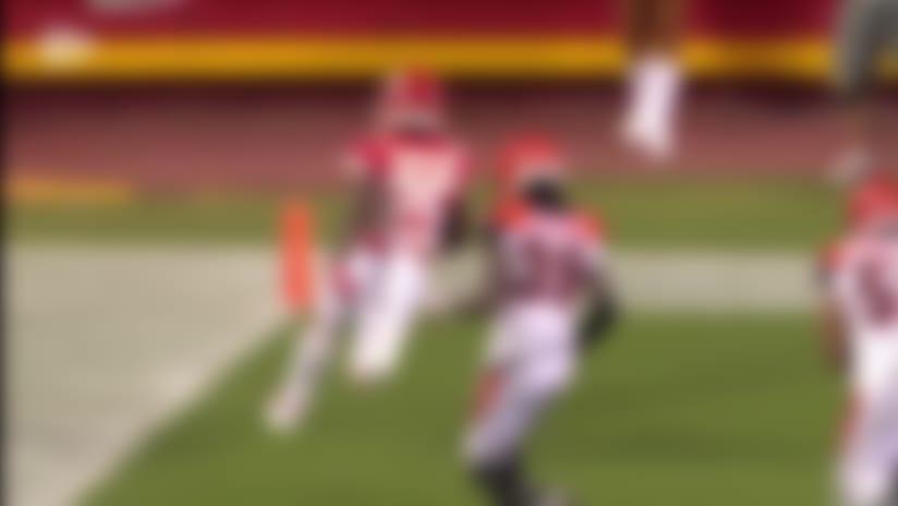 Darwin Thompson zips through Cincy's defense for 29-yard TD