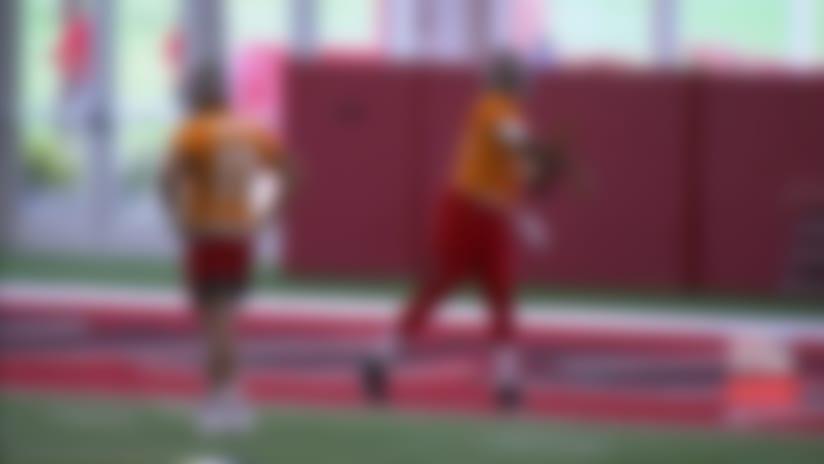 Daniel Jones drops deep ball in the bucket at Giants camp
