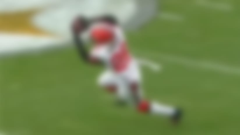 Derrick Kindred catches tipped ball for INT