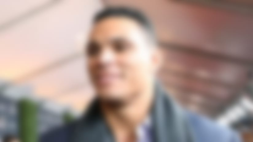 Tony Gonzalez hired for CBS' football coverage