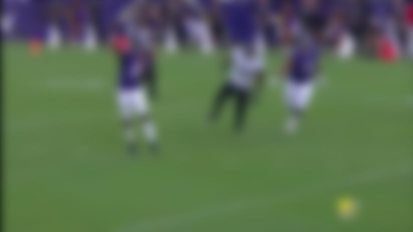 Lamar Jackson connects with Chris Moore for 26 yards