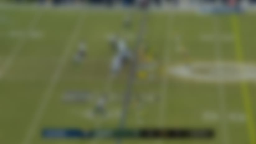 Wilson floats sideline dime to Lockett in stride for 28 yards