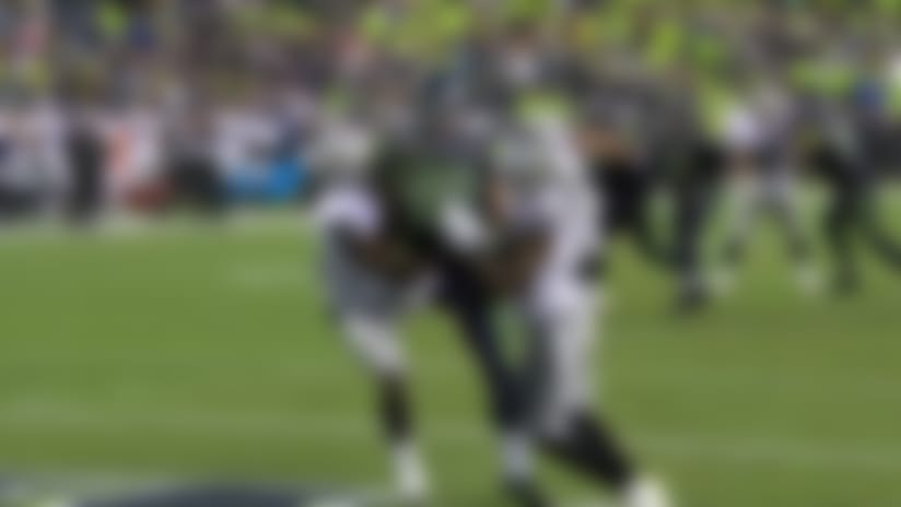 Geno dissects Raiders' D on pinpoint TD throw to Jacob Hollister