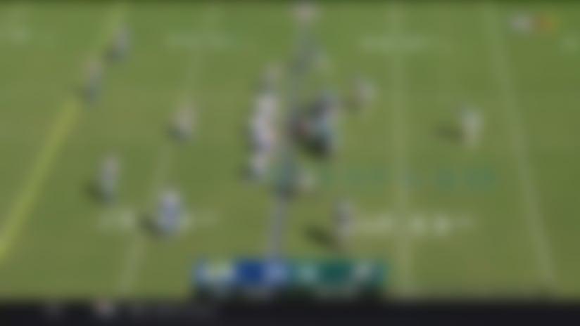 Wentz finds DeSean Jackson on deep out for 25-yard gain