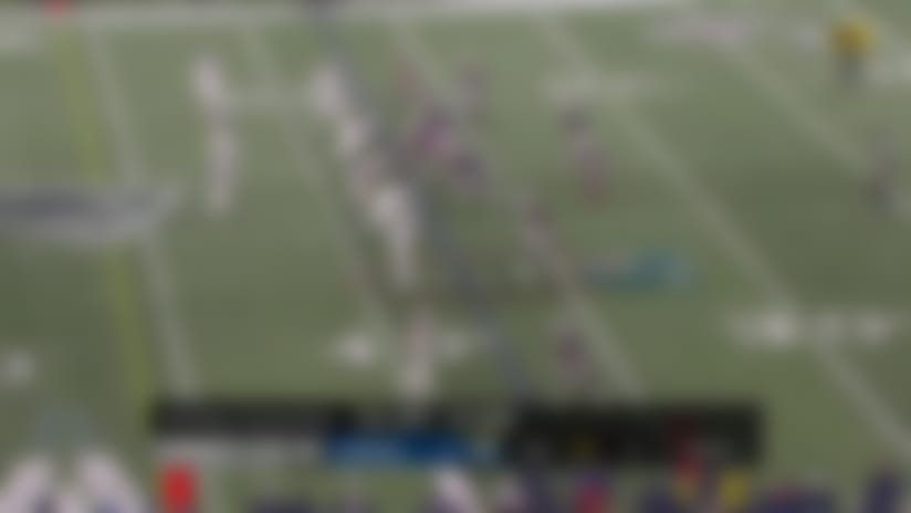 Tom Brady finds Jakobi Meyers downfield for 23 yards