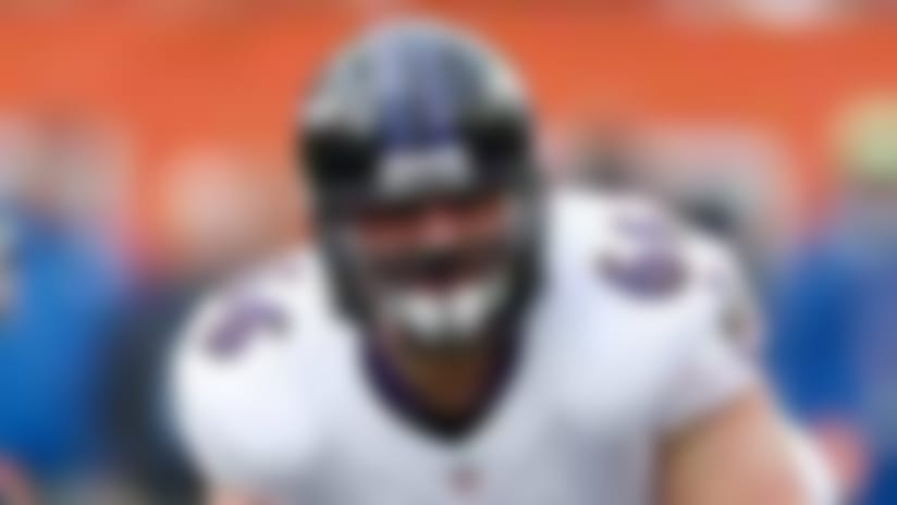 Ravens trade center Gino Gradkowski to Broncos