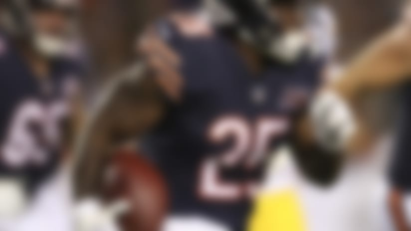 Seldom-used RB Mike Davis being released by Bears