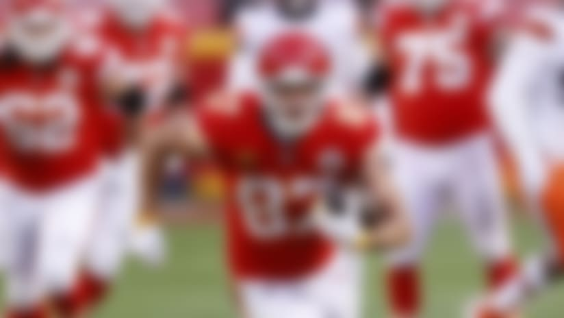 Kansas City Chiefs tight end Travis Kelce (87) runs after the catch during an NFL divisional playoff football game against the Cleveland Browns, Sunday, Jan. 17, 2021, in Kansas City, Mo. Kansas City won 22-17. (Aaron M. Sprecher via AP)