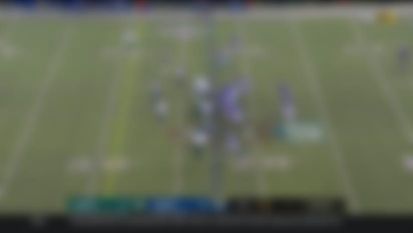 Daniel Jones delivers 33-yard toss to Darius Slayton under heavy pressure