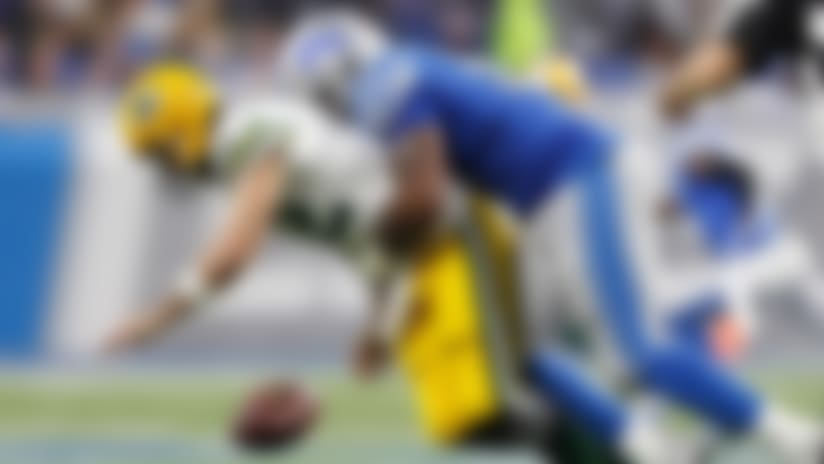 Da'Shawn Hand beats double team, wraps up Rodgers for fumble