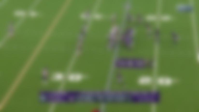 Lamar takes it himself for slippery 14-yard gain on zone read
