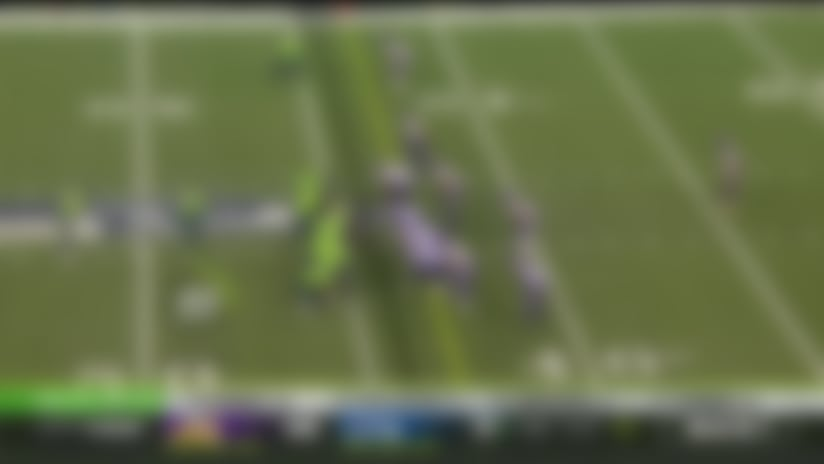 Wilson lobs touch DIME to Hollister for third-down pickup off play action