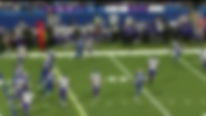 DeAngelo Henderson looks like whirling dervish on 17-yard run