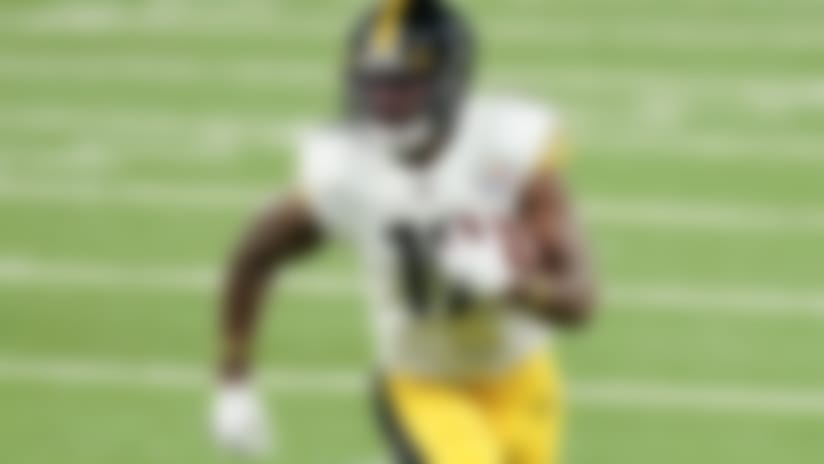 Pittsburgh Steelers wide receiver JuJu Smith-Schuster (19) runs the ball against the New York Giants during the second quarter of an NFL football game Monday, Sept. 14, 2020, in East Rutherford, N.J. (AP Photo/Frank Franklin II)