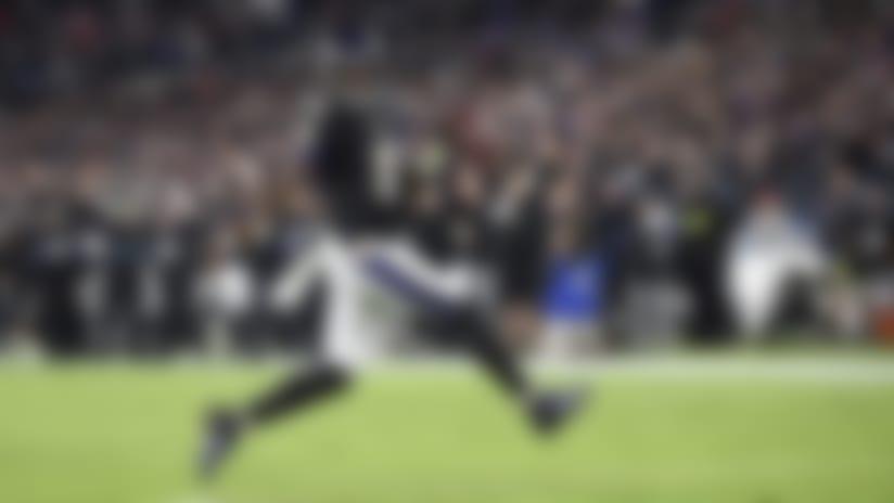 Lamar Jackson, quarterback de los Ravens de Baltimore, anota en un acarreo ante los Patriots de Nueva Inglaterra, el domingo 3 de noviembre de 2019 (AP Foto/Nick Wass)