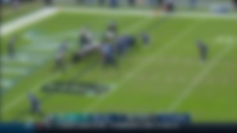 Big-man TD! OL Dennis Kelly hauls in first-ever TD grab