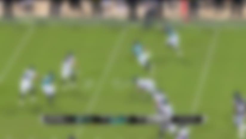 Michael Walker bounces off Eagles' defenders for 25 yards