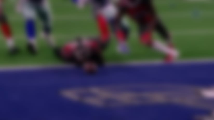 Bucs defense recovers fumble after chaotic scramble for the football