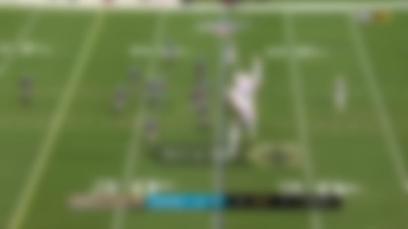 Latavius Murray refuses to go down on game's opening 13-yard run