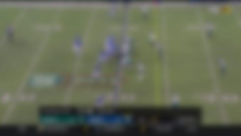 Daniel Jones hangs tight in the pocket for 25-yard throw to Kaden Smith