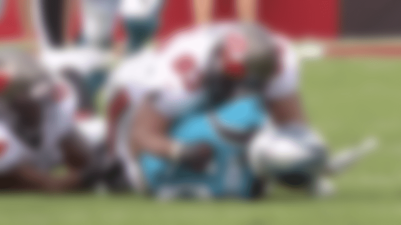 Lavonte David punches out ball from Robby Anderson