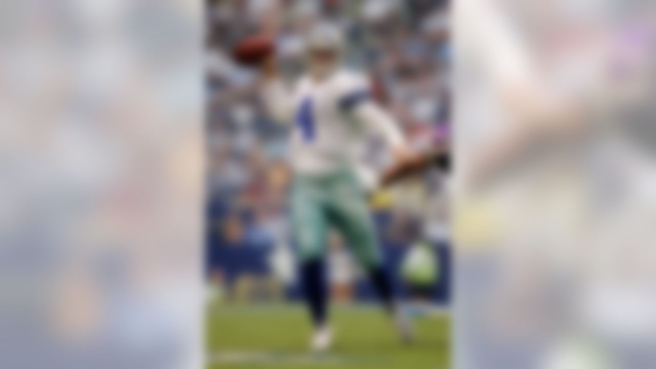 IRVING - AUGUST 28:  Quarterback Richard Bartel #4 of the Dallas Cowboys throws against the Minnesota Vikings on August 28, 2008 at Texas Stadium in Irving, Texas.  (Photo by Brian Bahr/Getty Images)