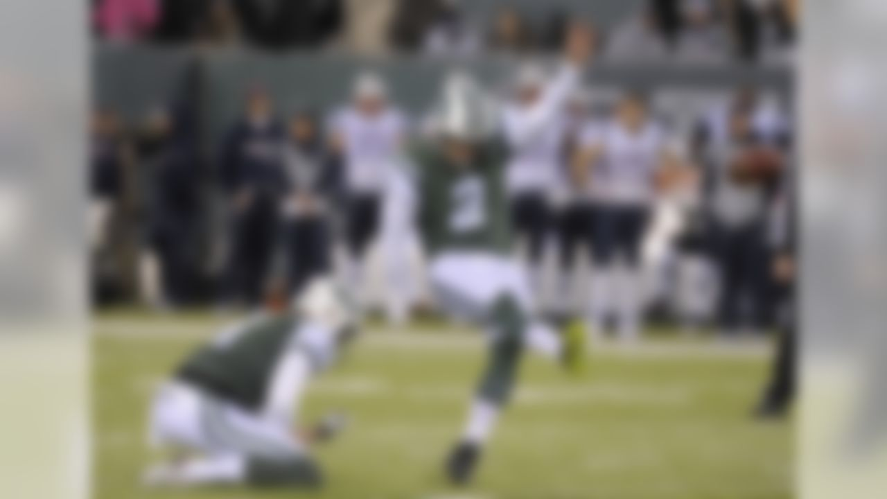 New York Jets kicker Nick Folk (2) kicks a field goal with punter Lac Edwards (4) holding during the first quarter of an NFL football game against the New England Patriots, Sunday, Nov. 27, 2016, in East Rutherford, N.J. (AP Photo/Bill Kostroun)