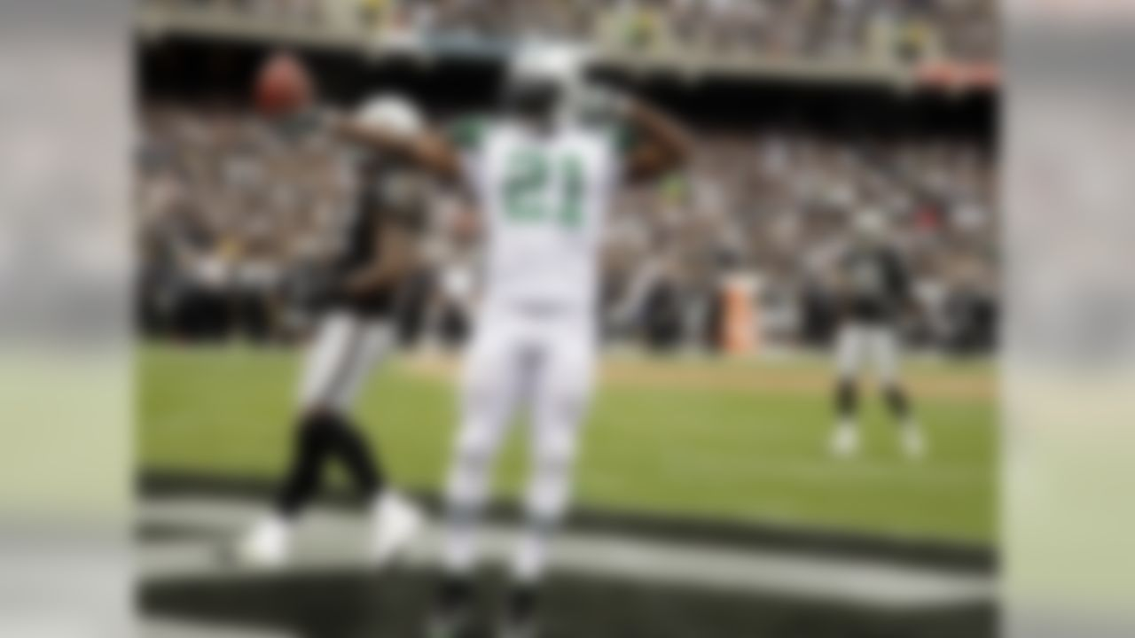 New York Jets running back LaDainian Tomlinson (21) celbrates in the end zone after an 18-yard touchdown reception against the Oakland Raiders during the second quarter of an NFL football game in Oakland, Calif. Sunday, Sept. 25, 2011. (AP Photo/Ben Margot)