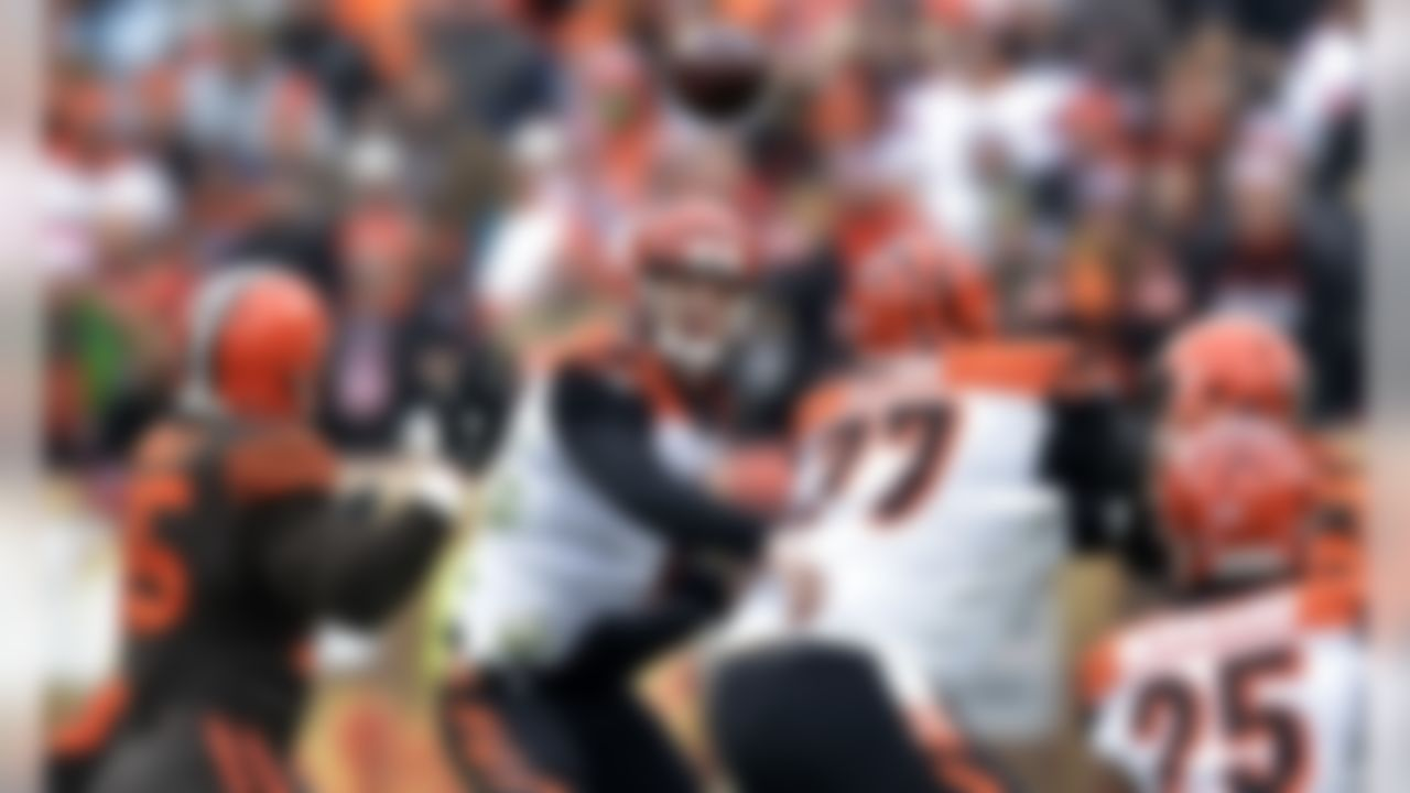 Cincinnati Bengals quarterback Jeff Driskel, center, throws a pass during the first half of an NFL football game against the Cleveland Browns, Sunday, Dec. 23, 2018, in Cleveland. (AP Photo/David Richard)