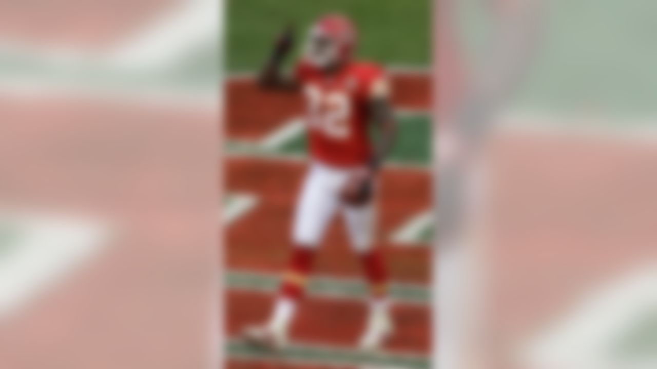 Kansas City Chiefs wide receiver Dwayne Bowe celebrates after scoring a touchdown during the second quarter an NFL football game against the Arizona Cardinals Sunday, Nov. 21, 2010 in Kansas City, Mo. (AP Photo/Charlie Riedel)