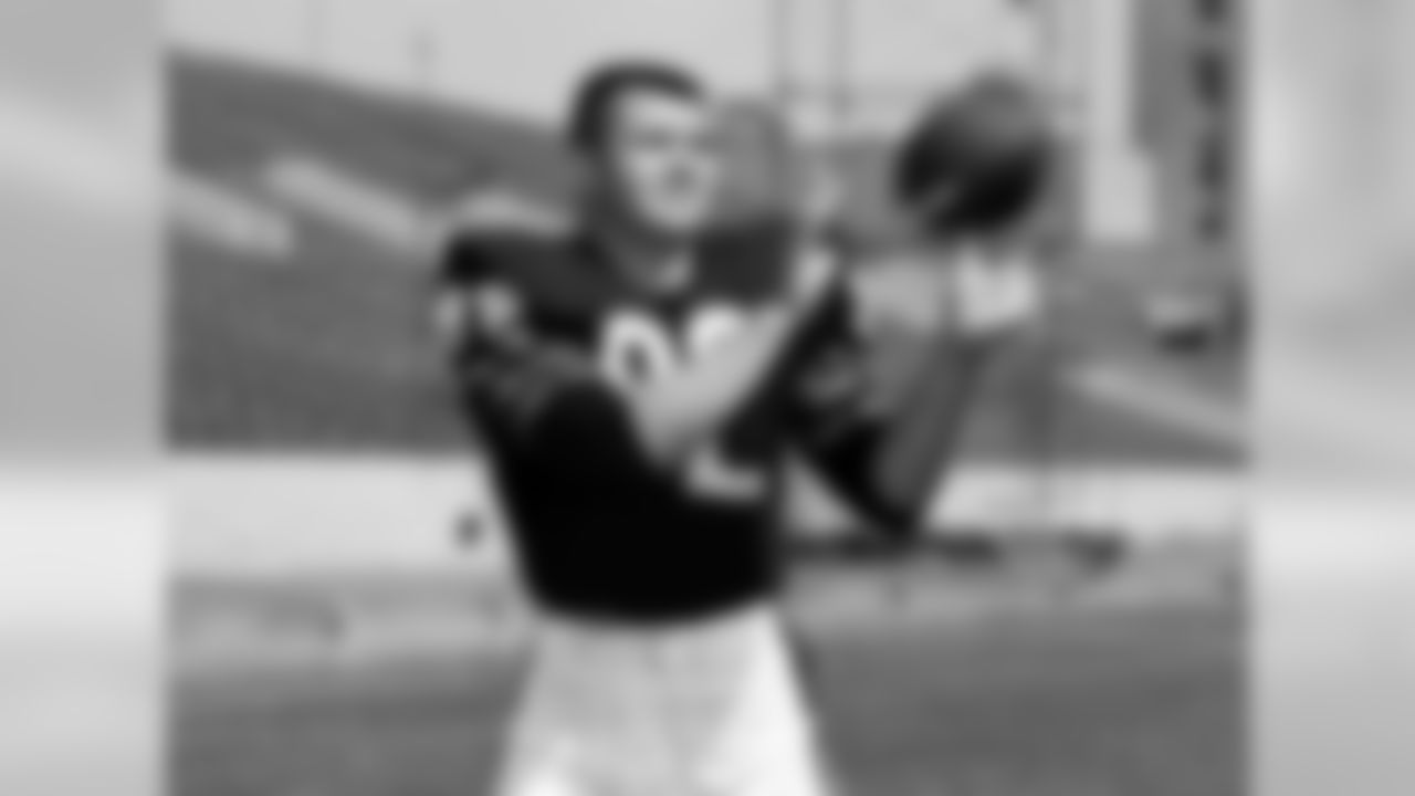 Chicago Bears, 1961-66; Philadelphia Eagles, 1967-68; Dallas Cowboys, 1969-1972.  The first tight end inducted into the Pro Football Hall of Fame might not have been a great receiver, but he was one tough guy. He lined up inside, almost like a tackle, and was a real asset as a blocker. He was also an outstanding basketball player at Pittsburgh. He's one of the most competitive individuals I've ever seen -- whether he's playing football, checkers, darts or cards. After he retired, he joined the Cowboys coaching staff, and he used to play cards on the way home from our games. He'd always get his clock cleaned by Dan Reeves, who was good at everything. Ditka would throw his cards and Tom Landry would just give him the stare. On the field, he was like a man for whom the game was never over, no matter what -- he always gave it his all until the final whistle.