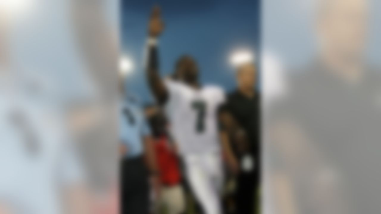 Philadelphia Eagles quarterback Michael Vick (7) acknowledges fans while leaving the field after an NFL football game against the Jacksonville Jaguars in Jacksonville, Fla., Sunday, Sept. 26, 2010. The Eagles won 28-3. Vick threw three touchdown passes, ran for another score and the Philadelphia Eagles defeated the Jacksonville Jaguars 28-3 Sunday. (Perry Knotts/NFL)