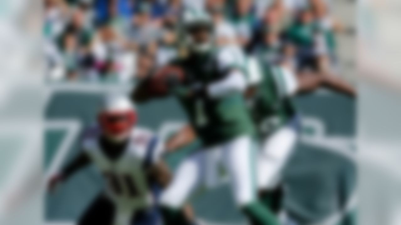 New York Jets quarterback Geno Smith throws a pass during the NFL regular season game against the New England Patriots at MetLife Stadium in East Rutherford, NJ on October 20, 2013. (Ric Tapia/NFL)