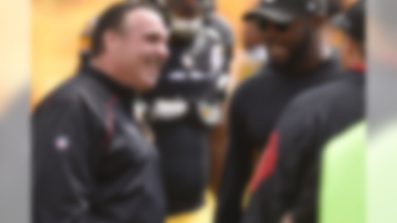 San Francisco 49ers head coach Jim Tomsula, left, talks with Pittsburgh Steelers head coach Mike Tomlin, right, on the field before an NFL football game Sunday, Sept. 20, 2015, in Pittsburgh. (AP Photo/Keith Srakocic)