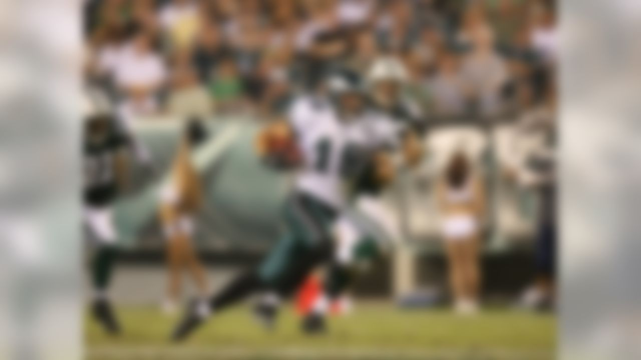 PHILADELPHIA - AUGUST 30:  Wide receiver Michael Gasperson #19 of the Philadelphia Eagles rushes after a catch during a preseason game against the New York Jets at Lincoln Financial Field August 30, 2007 in Philadelphia, Pennsylvania.  (Photo by Mike Ehrmann/Getty Images)