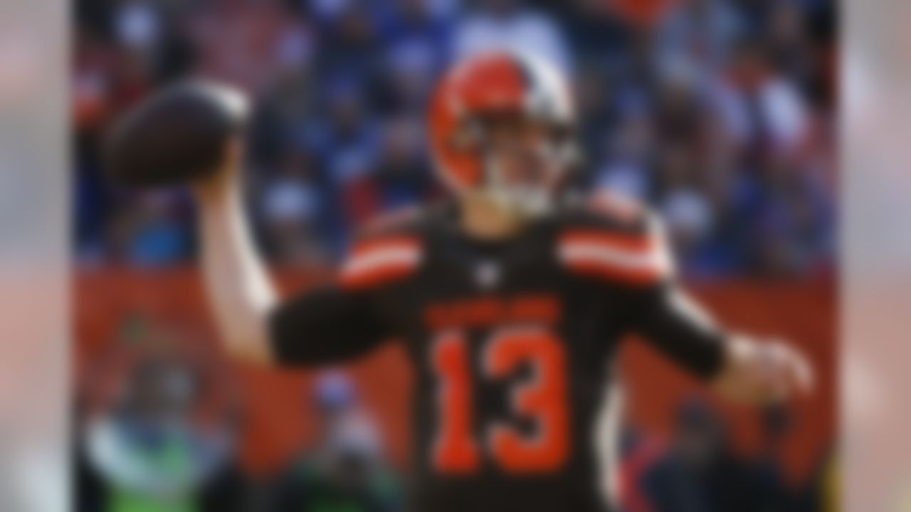 Cleveland Browns quarterback Josh McCown throws in the first half of an NFL football game against the New York Giants, Sunday, Nov. 27, 2016, in Cleveland. (AP Photo/Ron Schwane)