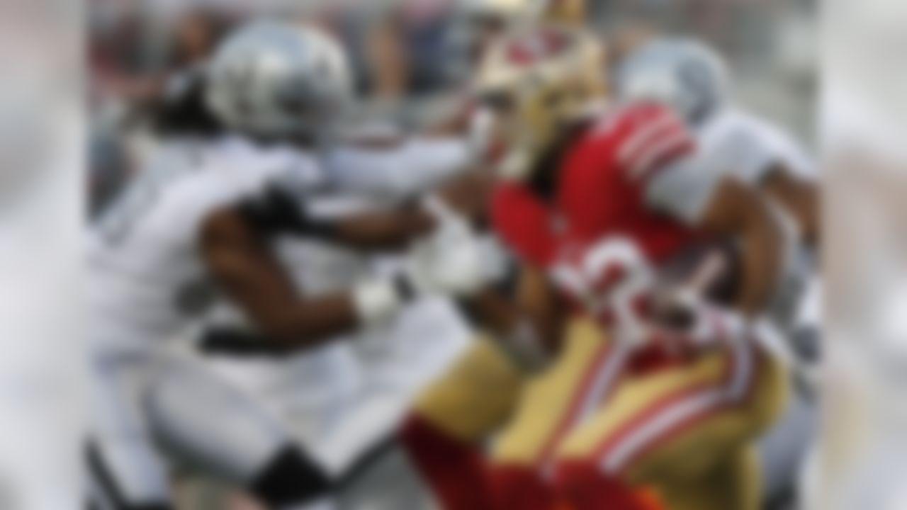San Francisco 49ers running back Matt Breida (22) carries against the Oakland Raiders during the first half of an NFL football game in Santa Clara, Calif., Thursday, Nov. 1, 2018. (AP Photo/John Hefti)