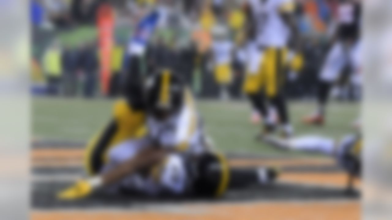 Pittsburgh Steelers running back Le'Veon Bell (26) celebrates with wide receiver JuJu Smith-Schuster (19) and wide receiver Antonio Brown (84) after scoring on a 35-yard touchdown reception in the third quarter against the Cincinnati Bengals during an NFL football game in Cincinnati, Ohio on Monday, Dec. 4, 2017. (Kirby Lee/NFL)