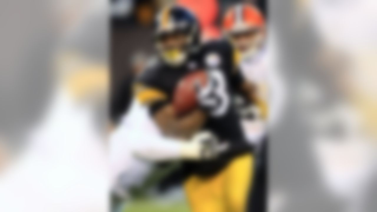 Pittsburgh Steelers running back Isaac Redman runs for a first down against the Cleveland Browns in the second quarter of an NFL football game, Sunday, Jan. 1, 2012, in Cleveland. (AP Photo/Tony Dejak)