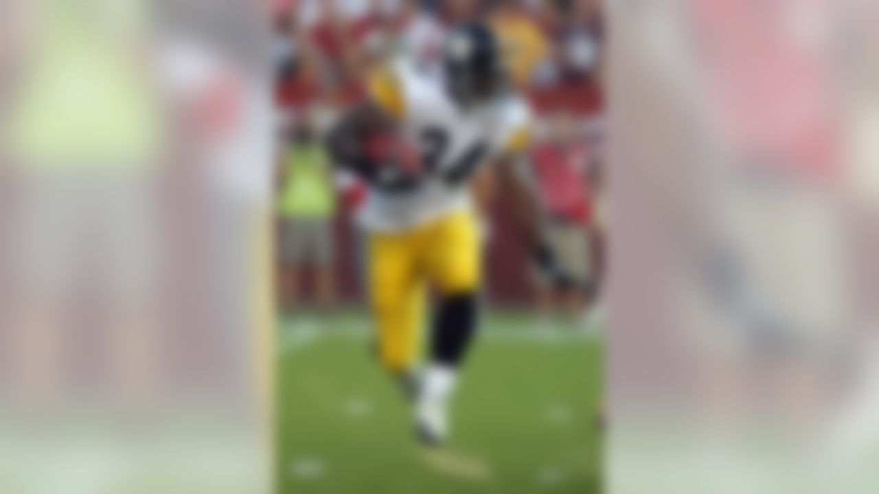 August 12, 2011; Landover, MD, USA;  Pittsburgh Steelers running back (34) Rashard Mendenhall in action against the Washington Redskins at FedEx Field. Mandatory Credit: Mitch Stringer-US PRESSWIRE