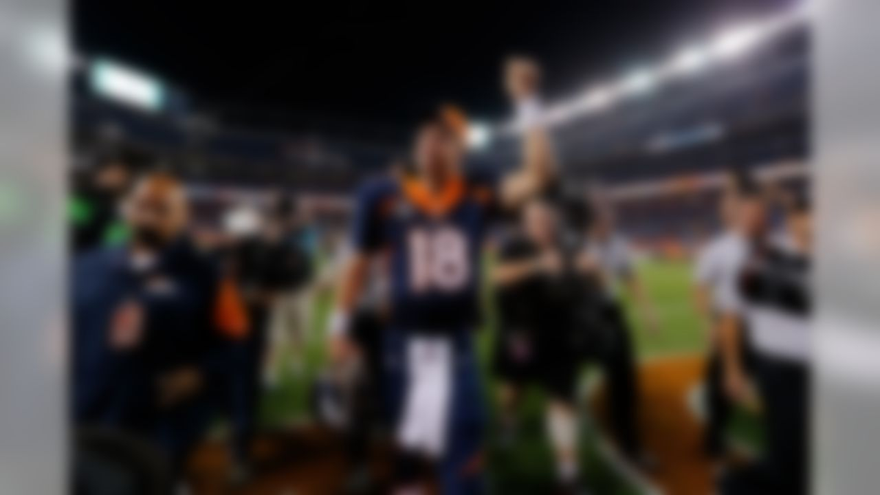Denver Broncos quarterback Peyton Manning (18) waves to the fans after the NFL game against the San Francisco 49ers on Sunday, Oct. 19, 2014 at Sports Authority Field at Mile High in Denver. (Ric Tapia/NFL)
