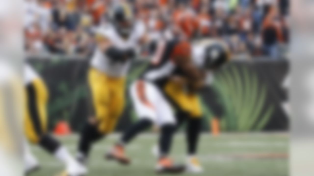 Pittsburgh Steelers quarterback Ben Roethlisberger (7) is sacked by Cincinnati Bengals defensive end Michael Johnson (90) in the first half of an NFL football game, Sunday, Dec. 13, 2015, in Cincinnati. (AP Photo/Frank Victores)