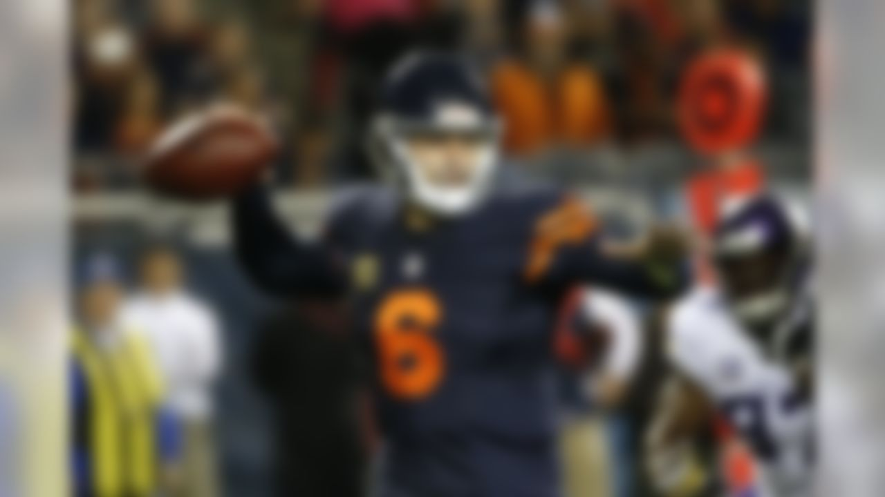 Chicago Bears quarterback Jay Cutler (6) throws against the Minnesota Vikings during the first half of an NFL football game in Chicago, Monday, Oct. 31, 2016. (AP Photo/Nam Y. Huh)