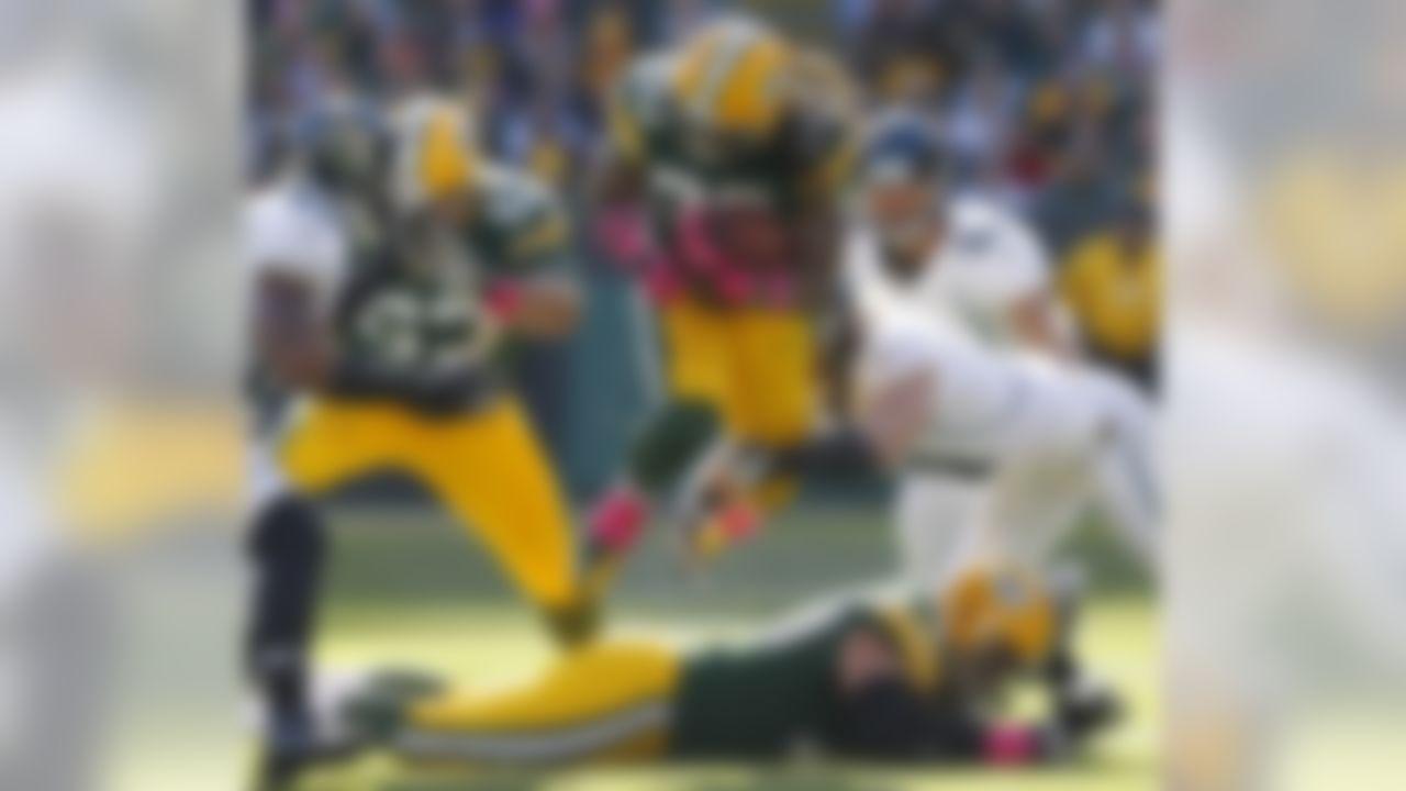 Jacksonville Jaguars linebacker Paul Posluszny tackles Green Bay Packers running back Alex Green. (AP Photo/Mike Roemer)